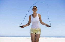 每天晚上坚持跳绳可以减肥吗 晚上不吃饭跳绳减肥吗
