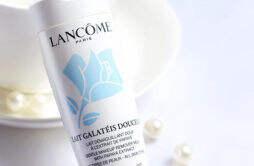 卸妆乳怎么用 卸妆乳适合什么皮肤用