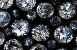 钻石有荧光就不保值吗 所有钻石都带有荧光吗