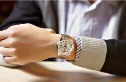 男士手表带左带右有讲究吗 男士手表为什么戴左边更好